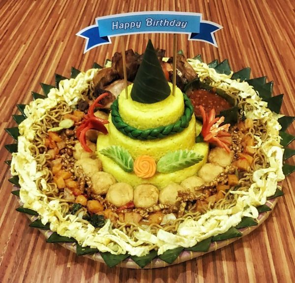 Tumpeng Mini Nasi Kuning 5 6 Orang Warung Talenan